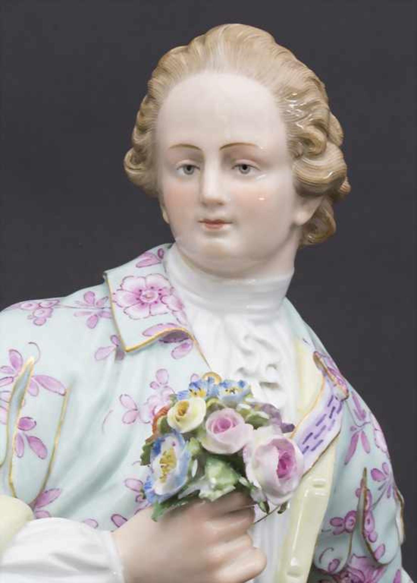 Große Figur eines jungen Mannes mit Blumenstrauß / A large figure of a young man with flower - Bild 2 aus 8