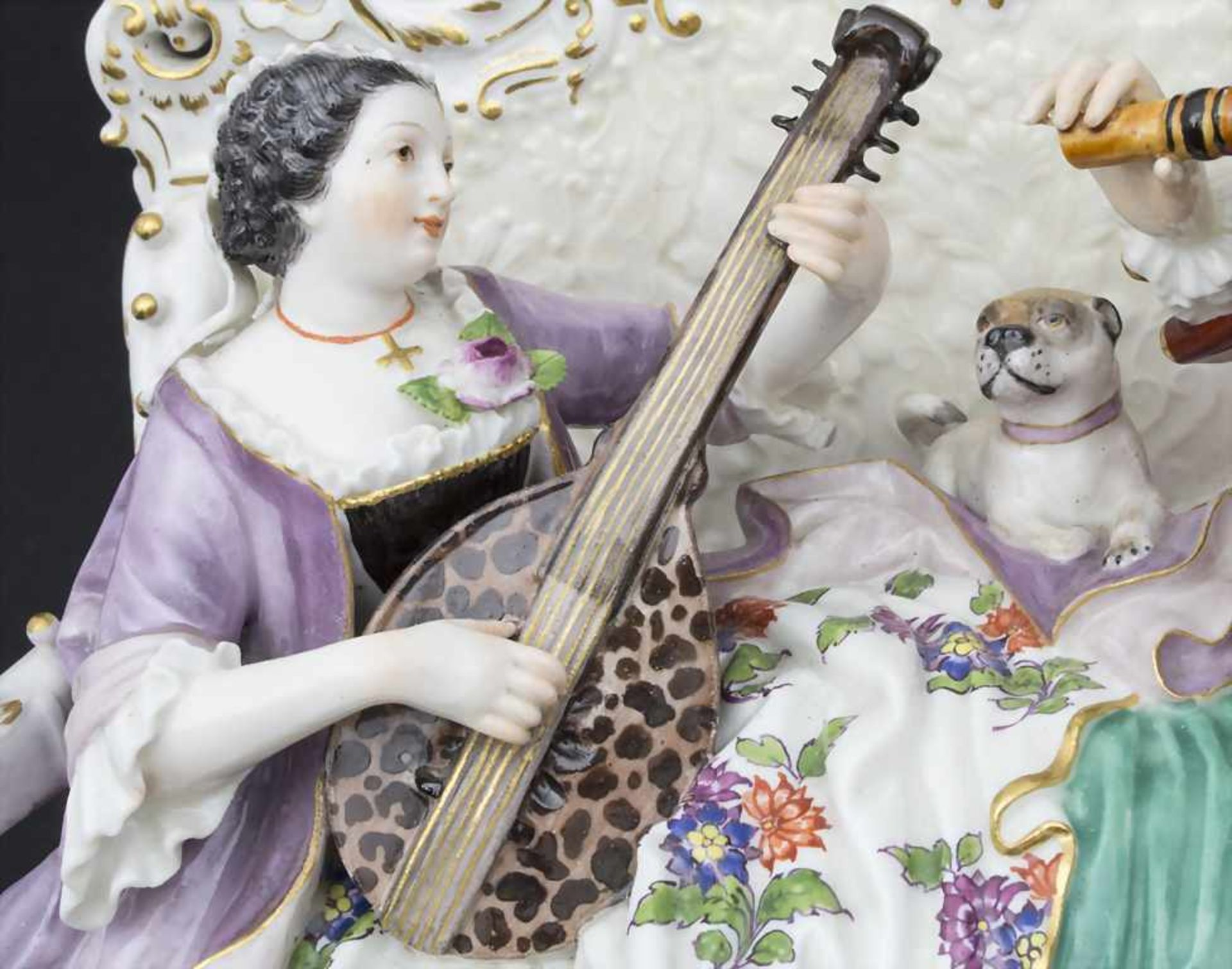 'Sofagruppe', musizierendes Paar mit Mops / A couple of musicians with a pug dog, Meissen, Mitte 19. - Bild 6 aus 9