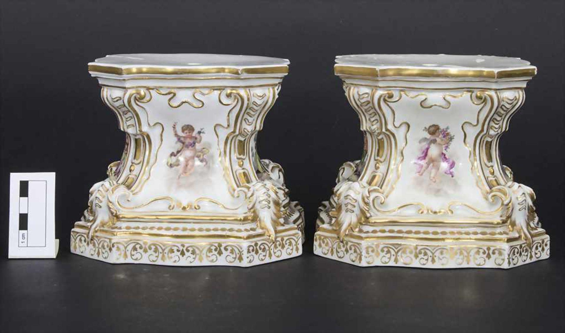 Paar frühe Sockel mit Watteau Malerei / A pair of early pedestals, Meissen, um 1745 - Bild 2 aus 17
