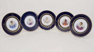 5 Teller mit Damenportraits / A set of 5 plates with ladies portaits, Sèvres, 1860-1861