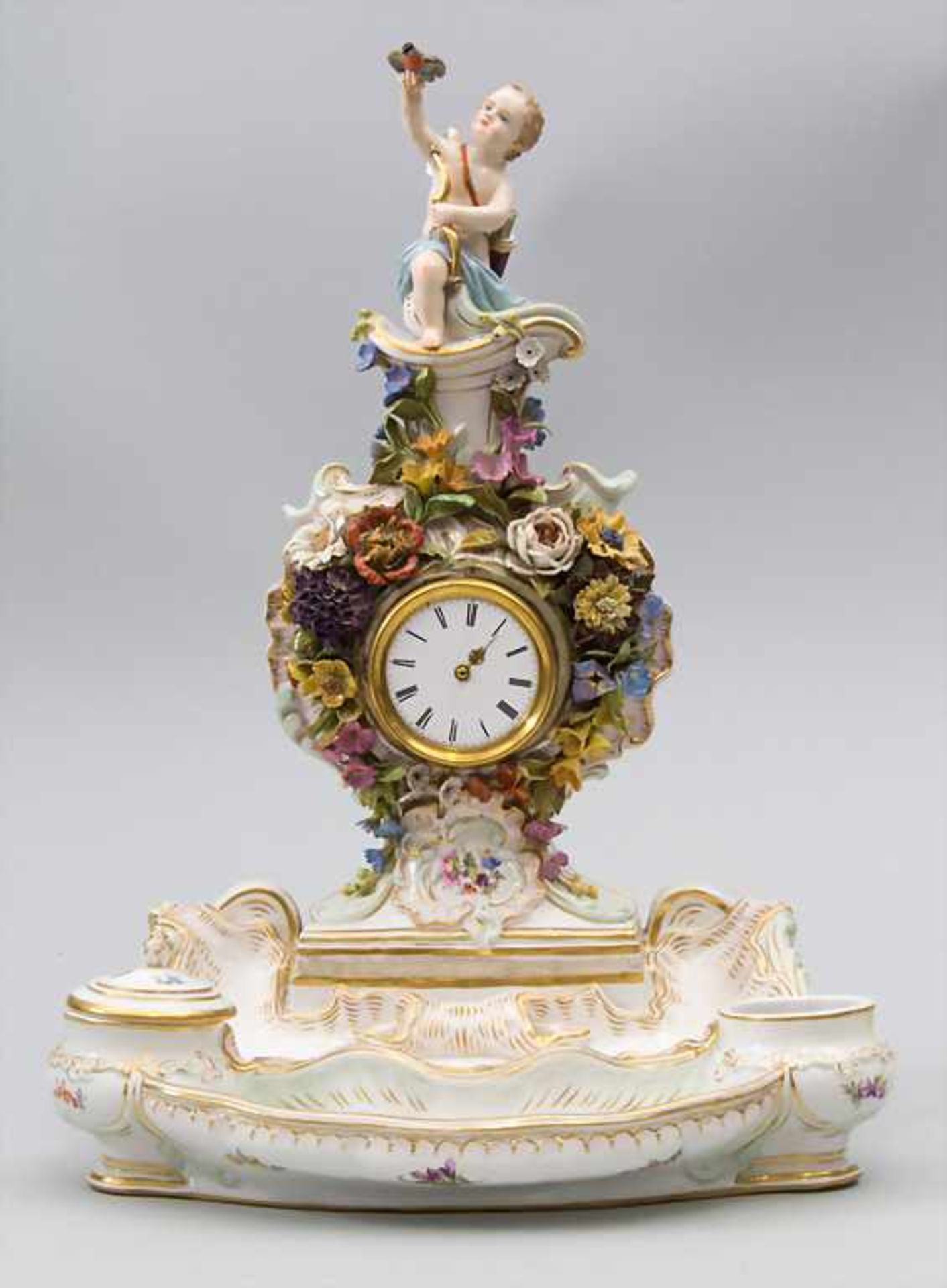 Seltene Tischuhr mit integriertem Schreibset / A rare porcelain table clock with integrated