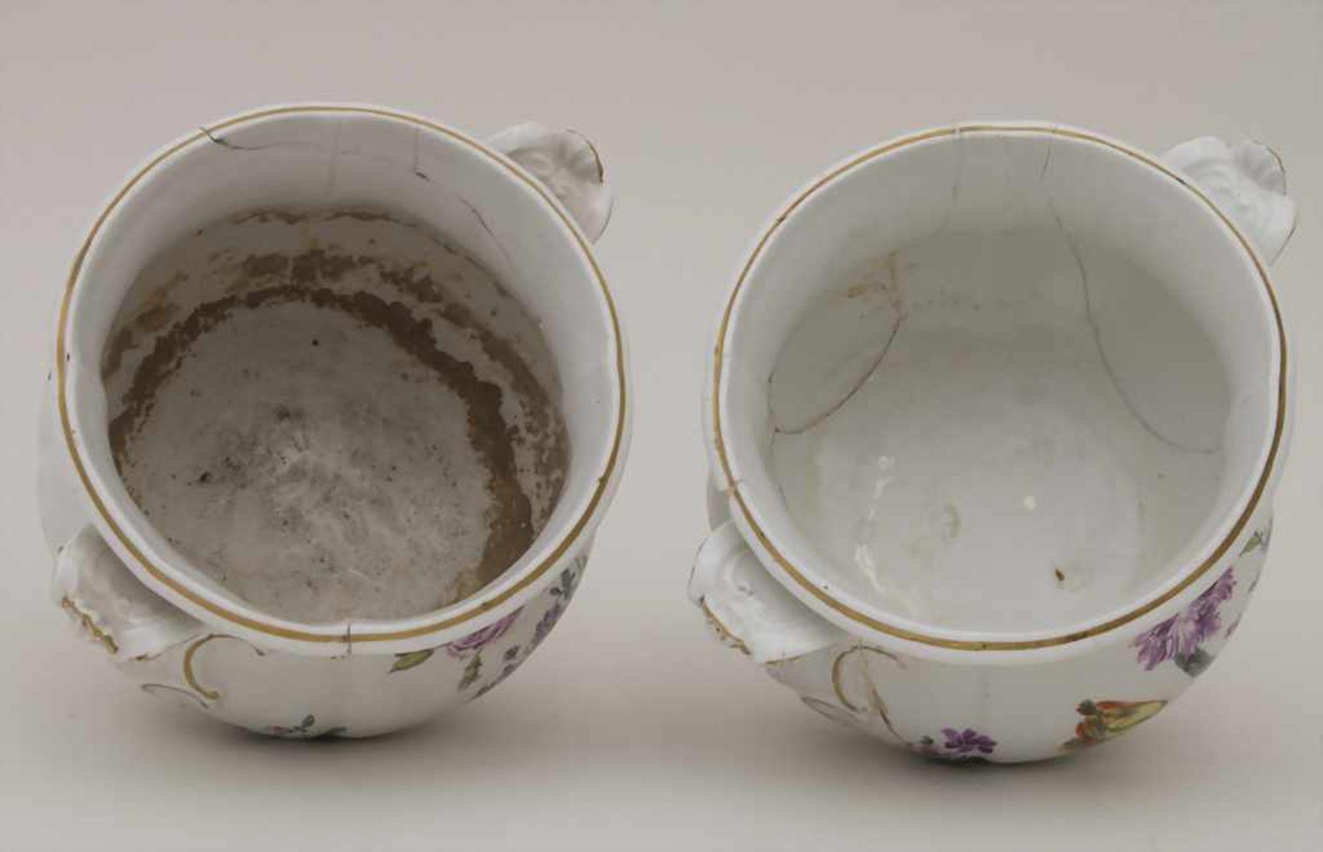 Paar frühe Cachepots mit seitlichen Handhaben / A pair of early cachepots with handles, Meissen, - Bild 7 aus 12