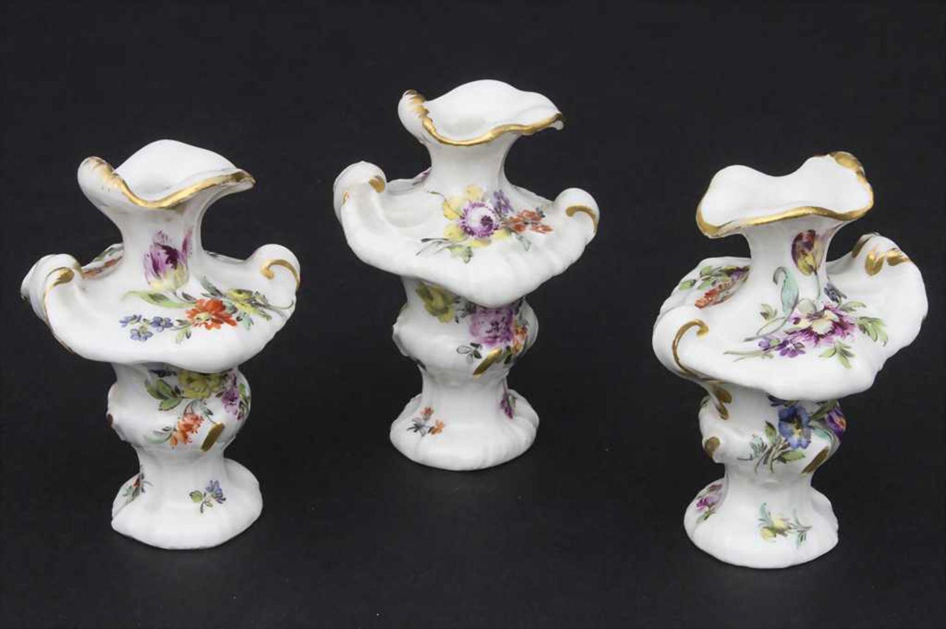 3 frühe Miniatur Vasen mit Rocaillen / A set of 3 early miniature vases with rocailles, Meissen, - Bild 2 aus 14