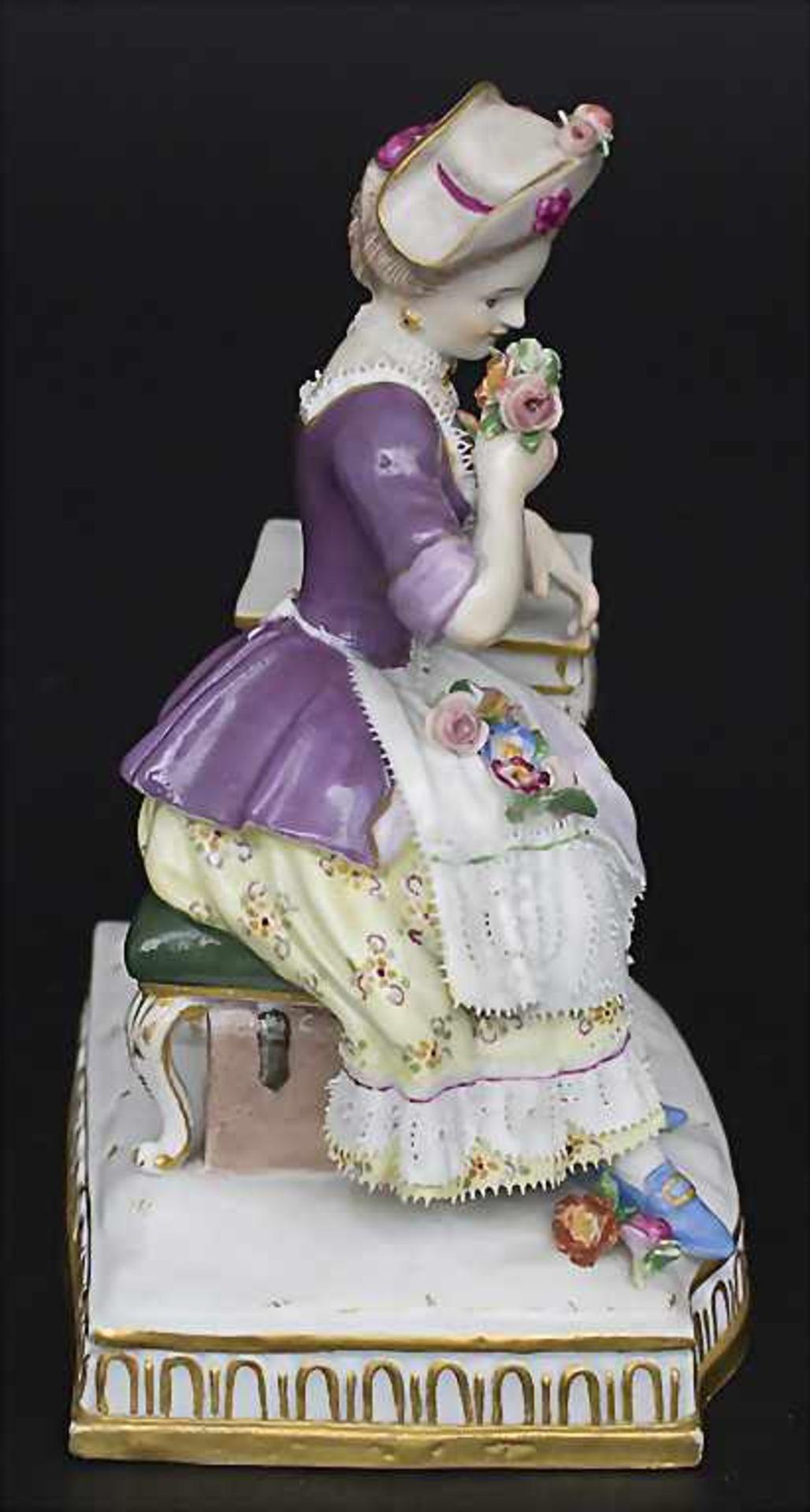 Allegorische Figur einer jungen Dame 'Der Geruch' / An allegorical figure of a young woman 'The - Bild 2 aus 5