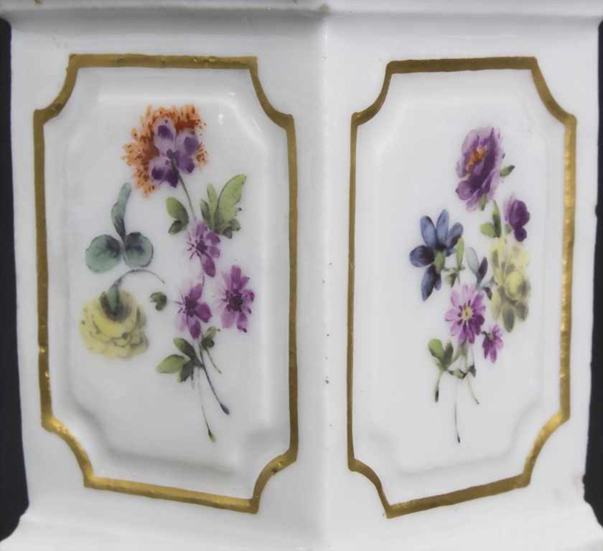 Paar Miniatur Vasen mit Widderköpfen auf Postamenten / A pair of miniature vases with ram heads on - Bild 7 aus 9