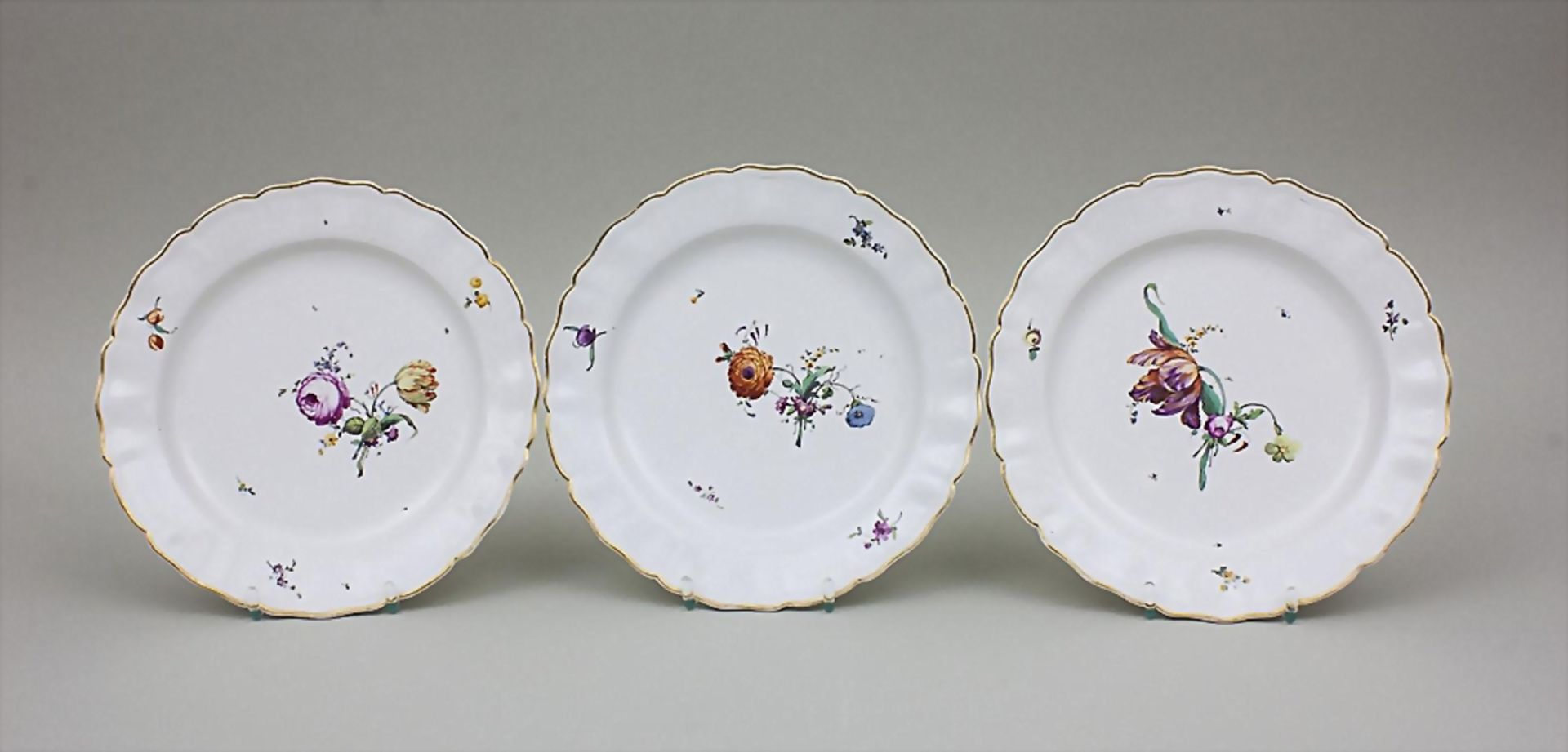 6 Teller mit Blumendekor / A Set Of 6 Dinner Plates With Flowers, Churfürstl. Mainzische Manufaktur, - Bild 3 aus 4