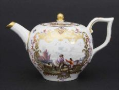 Teekanne mit Kauffahrtei-Szenen / An early tea pot with harbor scenes, Meissen, um 1740-1750