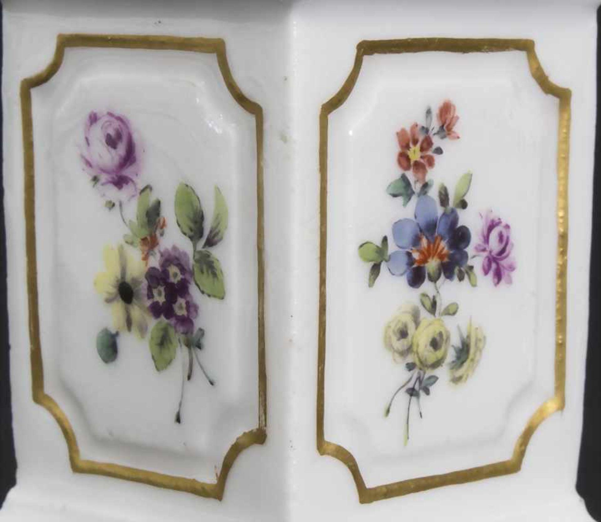 Paar Miniatur Vasen mit Widderköpfen auf Postamenten / A pair of miniature vases with ram heads on - Bild 6 aus 9