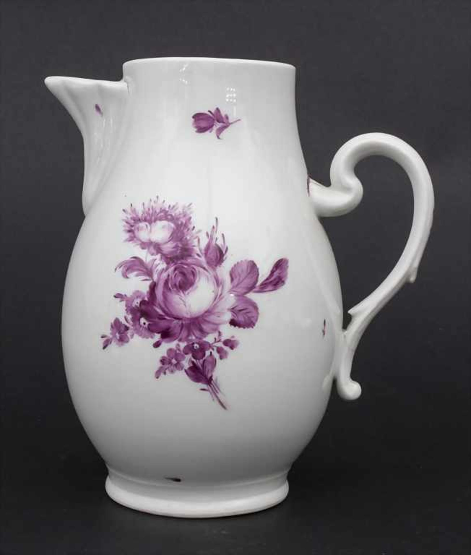 Kanne mit Blumen / A jug with Camaieu flowers, wohl Thüringen, um 1740