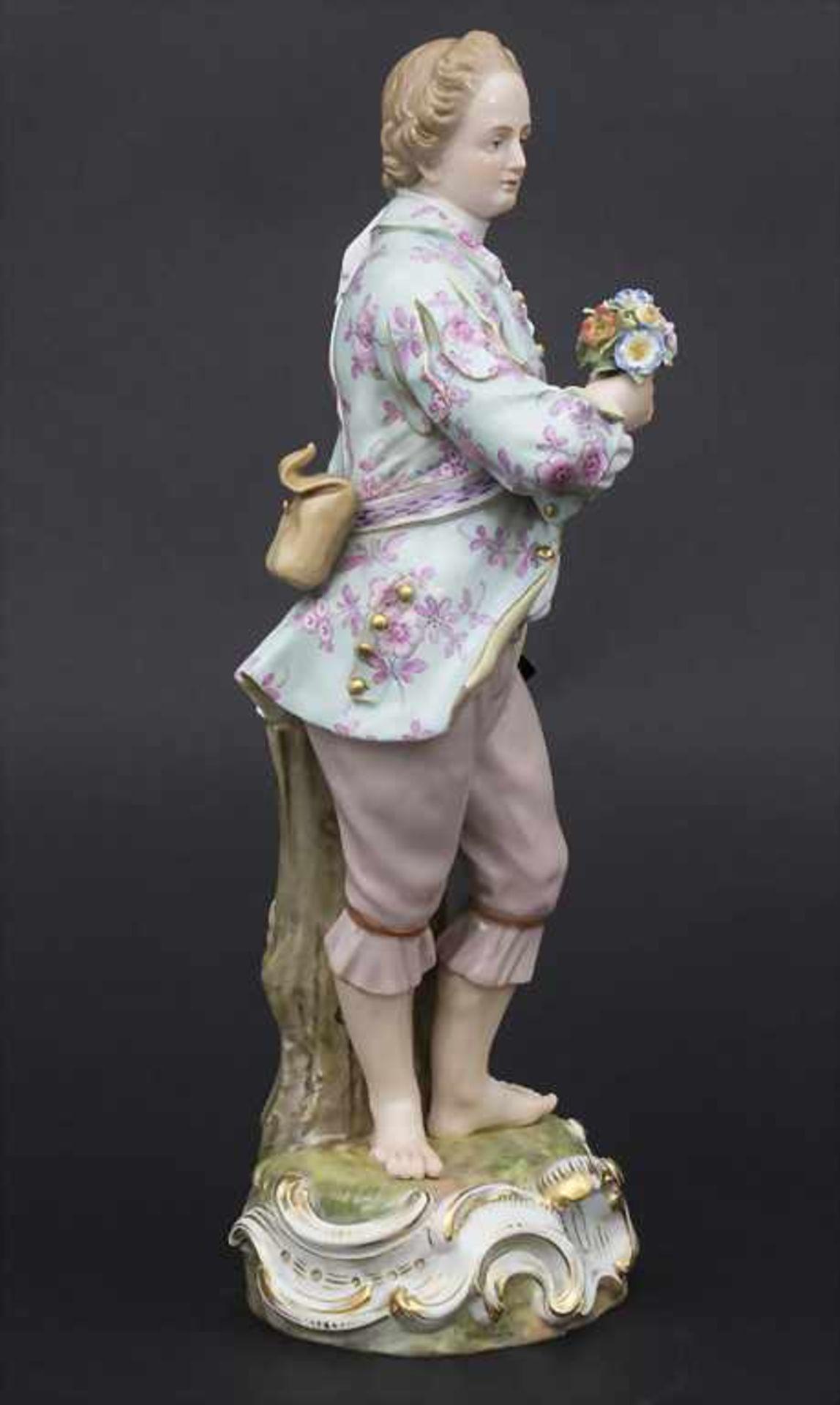 Große Figur eines jungen Mannes mit Blumenstrauß / A large figure of a young man with flower - Bild 5 aus 8