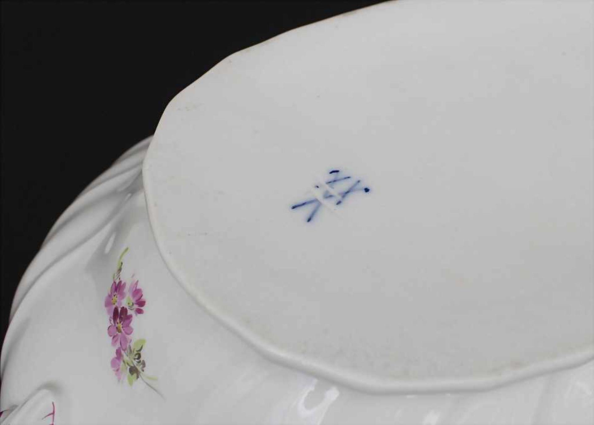 Große ovale Deckelterrine und Gemüseplatte mit Früchtemalerei / An oval covered tureen and serving - Bild 10 aus 10