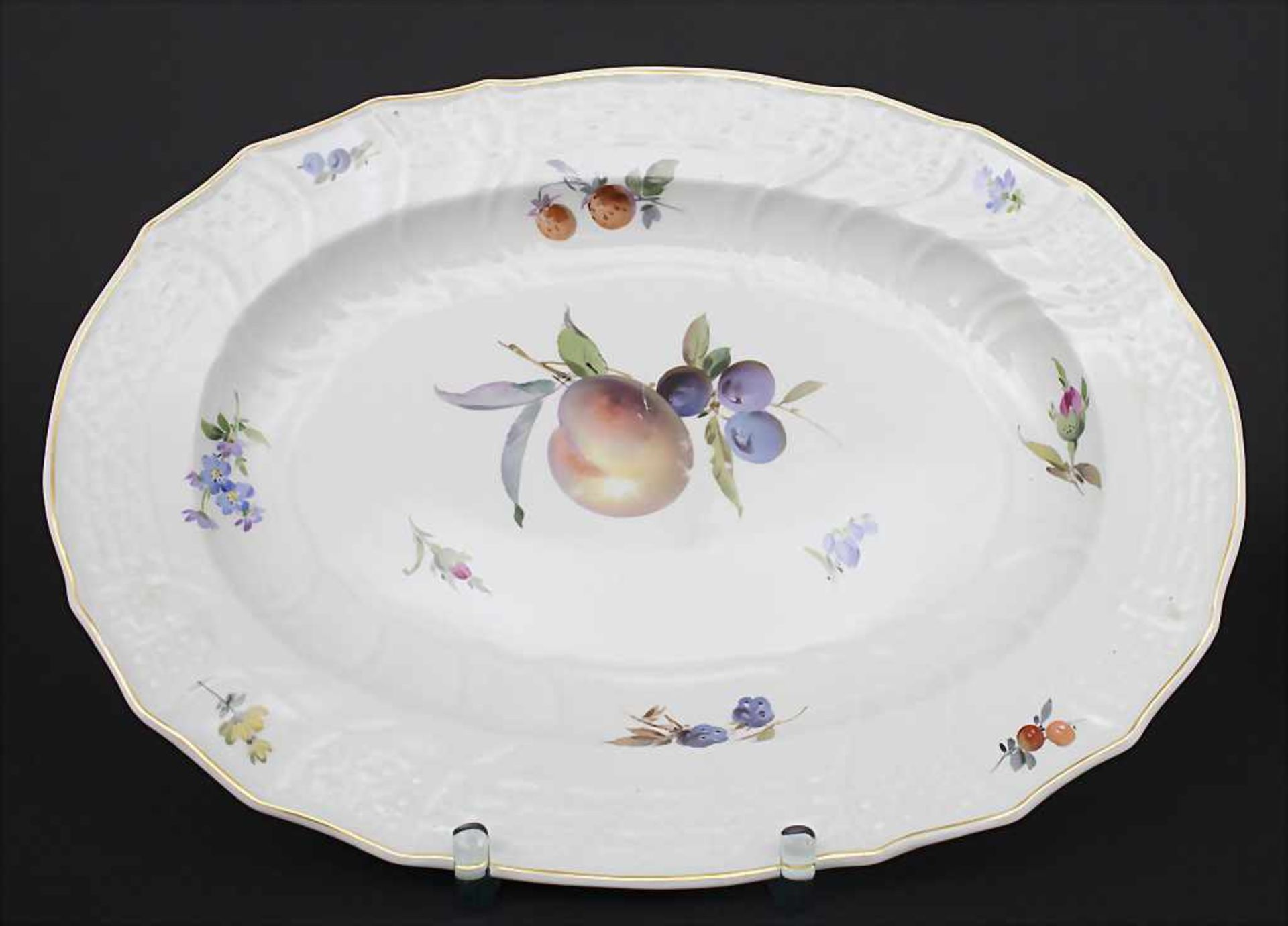 Große ovale Deckelterrine und Gemüseplatte mit Früchtemalerei / An oval covered tureen and serving - Bild 7 aus 10