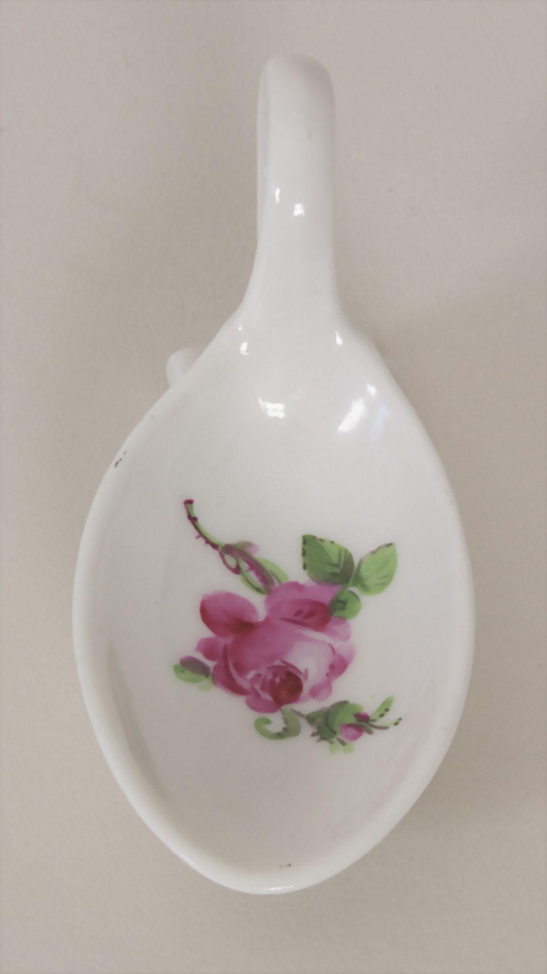 Seltener Löffel 'Rote Rose' / A rare spoon with rose pattern, Meissen, Mitte 19. Jh. - Bild 2 aus 5