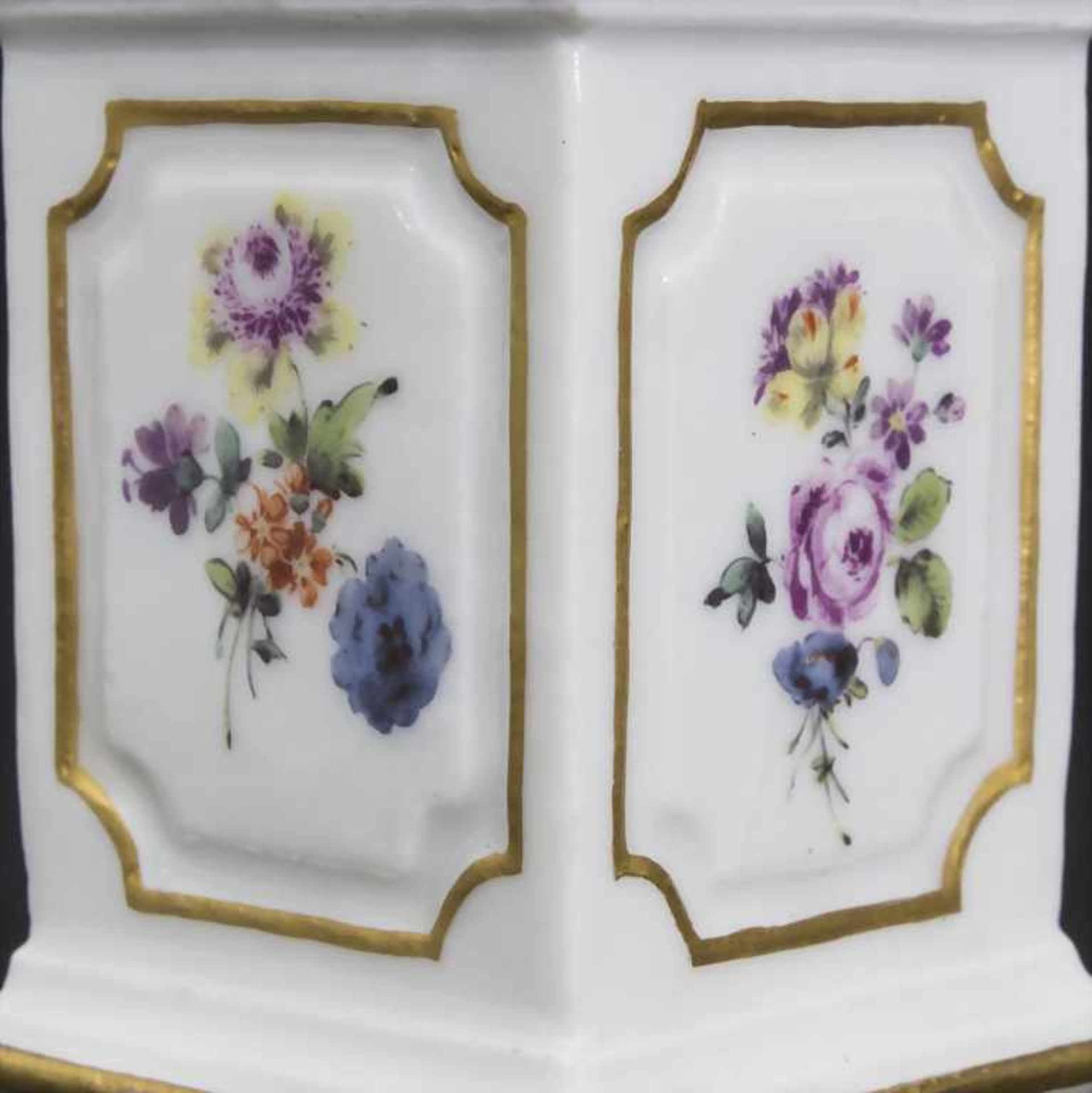 Paar Miniatur Vasen mit Widderköpfen auf Postamenten / A pair of miniature vases with ram heads on - Bild 9 aus 9