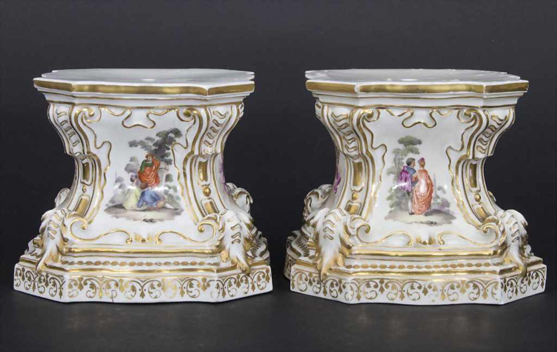 Paar frühe Sockel mit Watteau Malerei / A pair of early pedestals, Meissen, um 1745 - Bild 10 aus 17