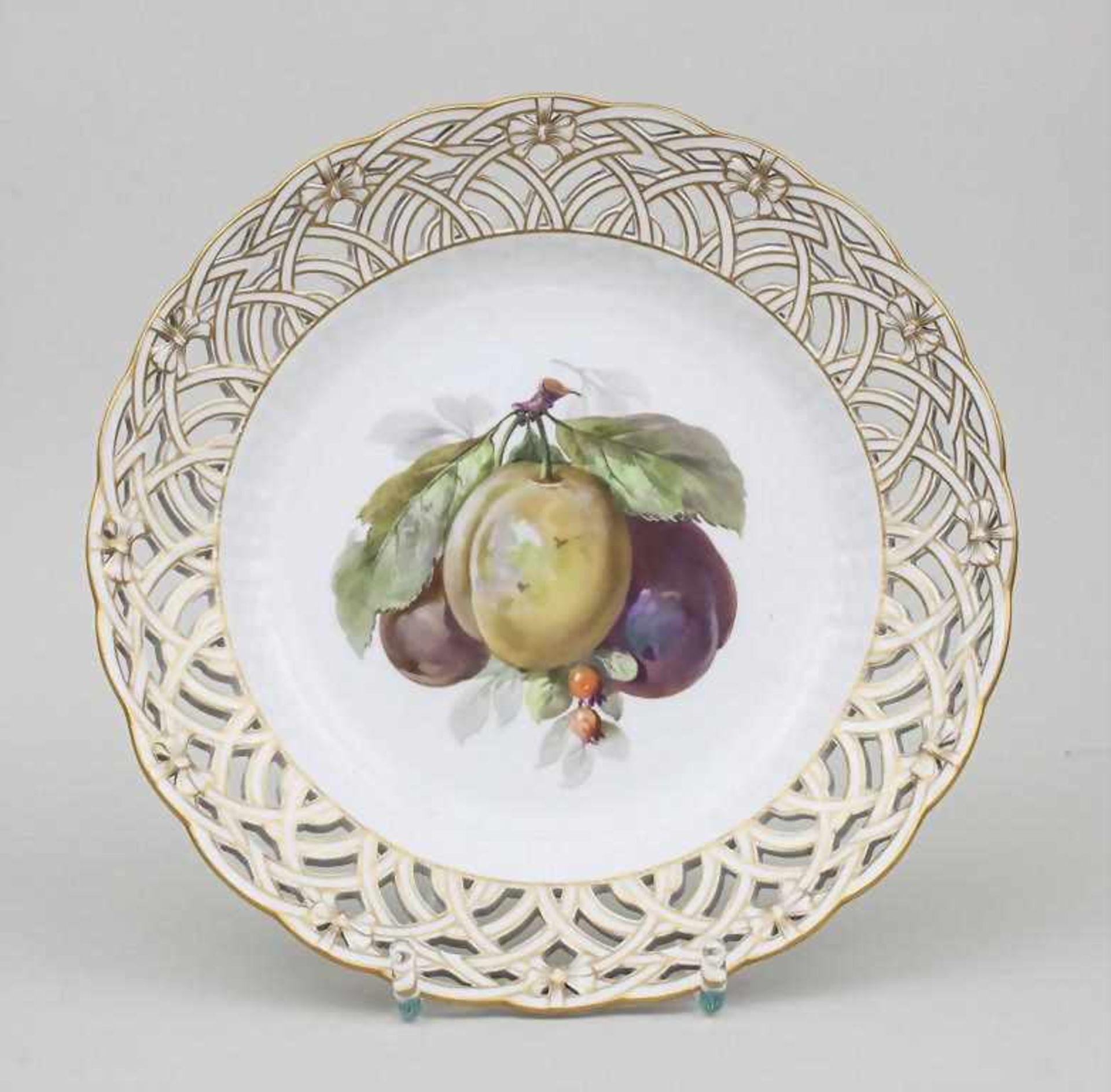 Zierteller mit Zwetschgenzweig / Plate With Plums And Berries, KPM Berlin, 2. Hälfte 19. Jh.