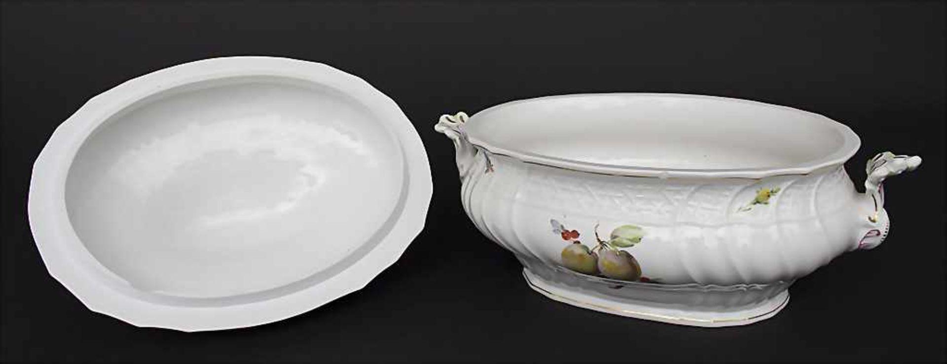 Große ovale Deckelterrine und Gemüseplatte mit Früchtemalerei / An oval covered tureen and serving - Bild 2 aus 10