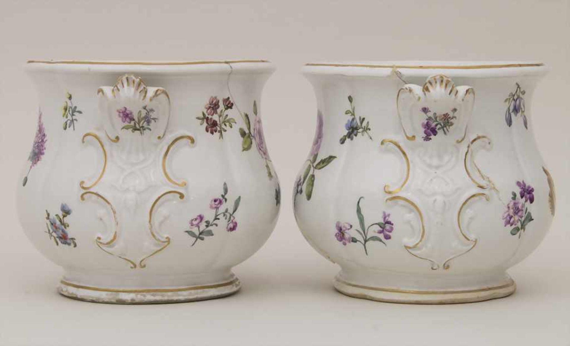 Paar frühe Cachepots mit seitlichen Handhaben / A pair of early cachepots with handles, Meissen, - Bild 2 aus 12
