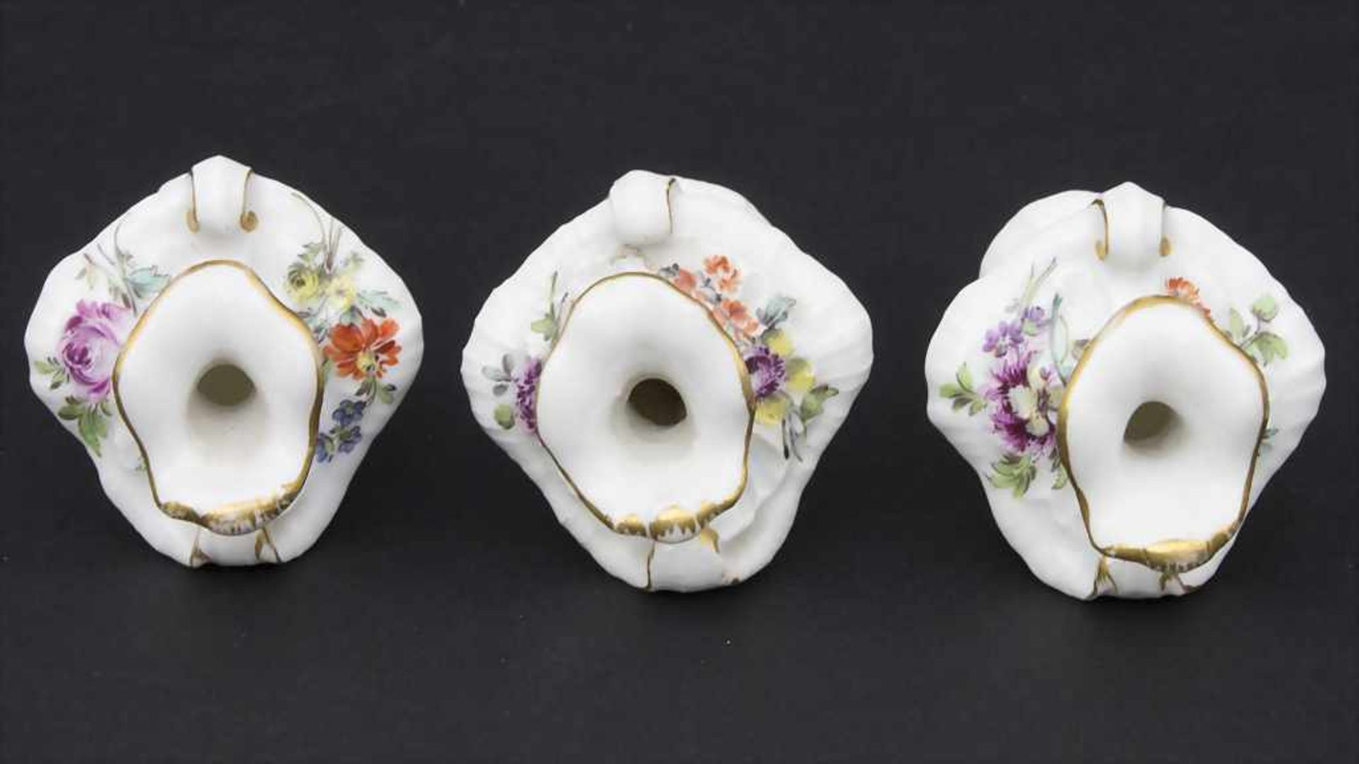 3 frühe Miniatur Vasen mit Rocaillen / A set of 3 early miniature vases with rocailles, Meissen, - Bild 7 aus 14