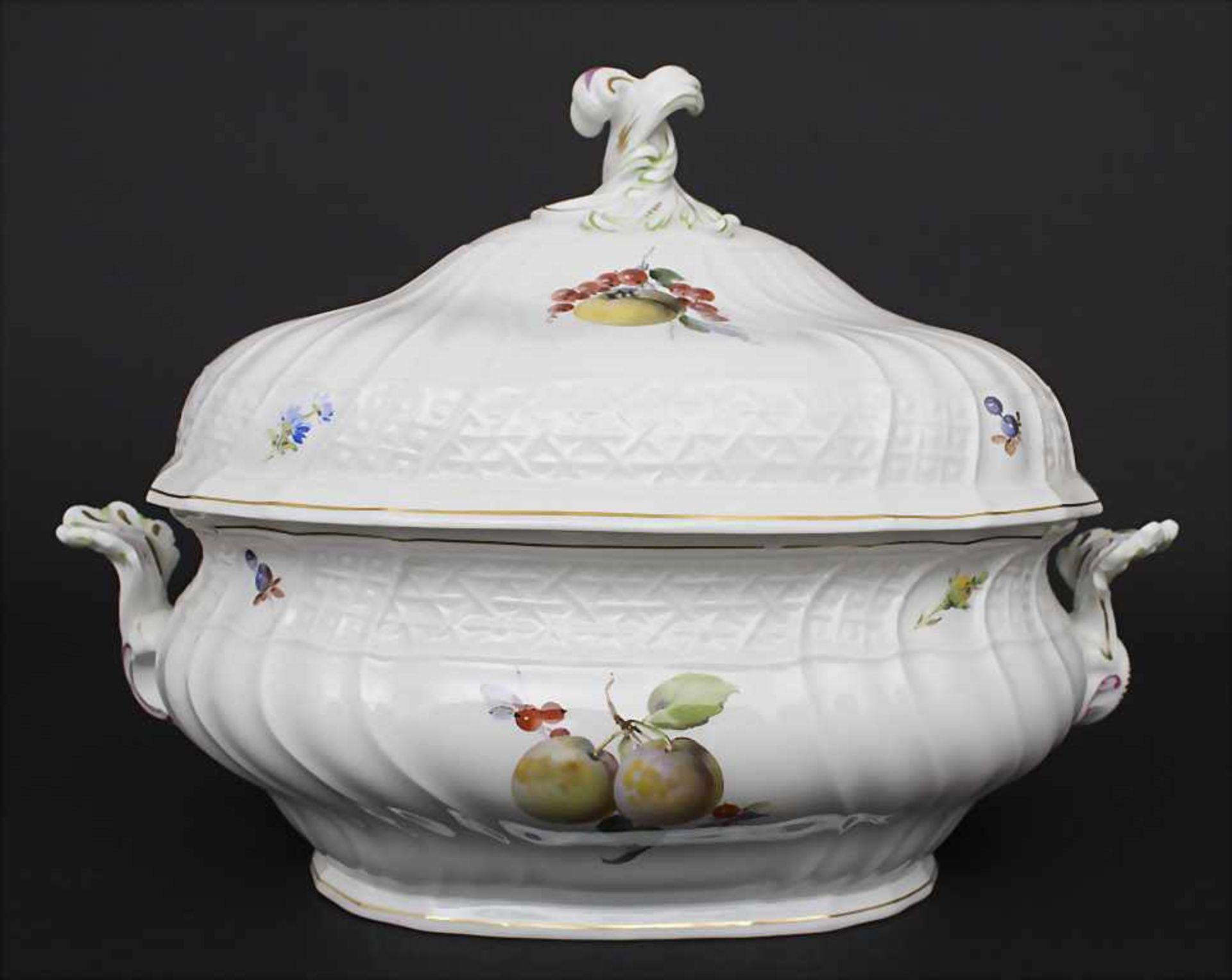 Große ovale Deckelterrine und Gemüseplatte mit Früchtemalerei / An oval covered tureen and serving - Bild 5 aus 10