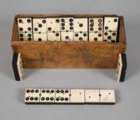 Dominospiel19. Jh., 26 massive Spielsteine aus Bein und Ebenholz, mittels Messingnieten montiert,