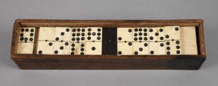 Dominospiel 19. Jh., 55 Spielsteine aus Ebenholz und Bein, in originaler Schatulle, Alters- und