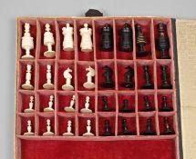 Schachspiel BeinEnde 19. Jh., Bein aufwendig gedrechselt und mehrteilig montiert, teils