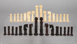 Schachspiel Ende 19. Jh., Bein und Ebenholz, mehrteilig geschnitzt und montiert, kompletter Satz