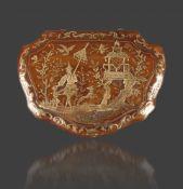 Feine Gold-Piqué-TabatiereNeapel, um 1750, passig geschweifter Korpus mit leicht überlappendem,