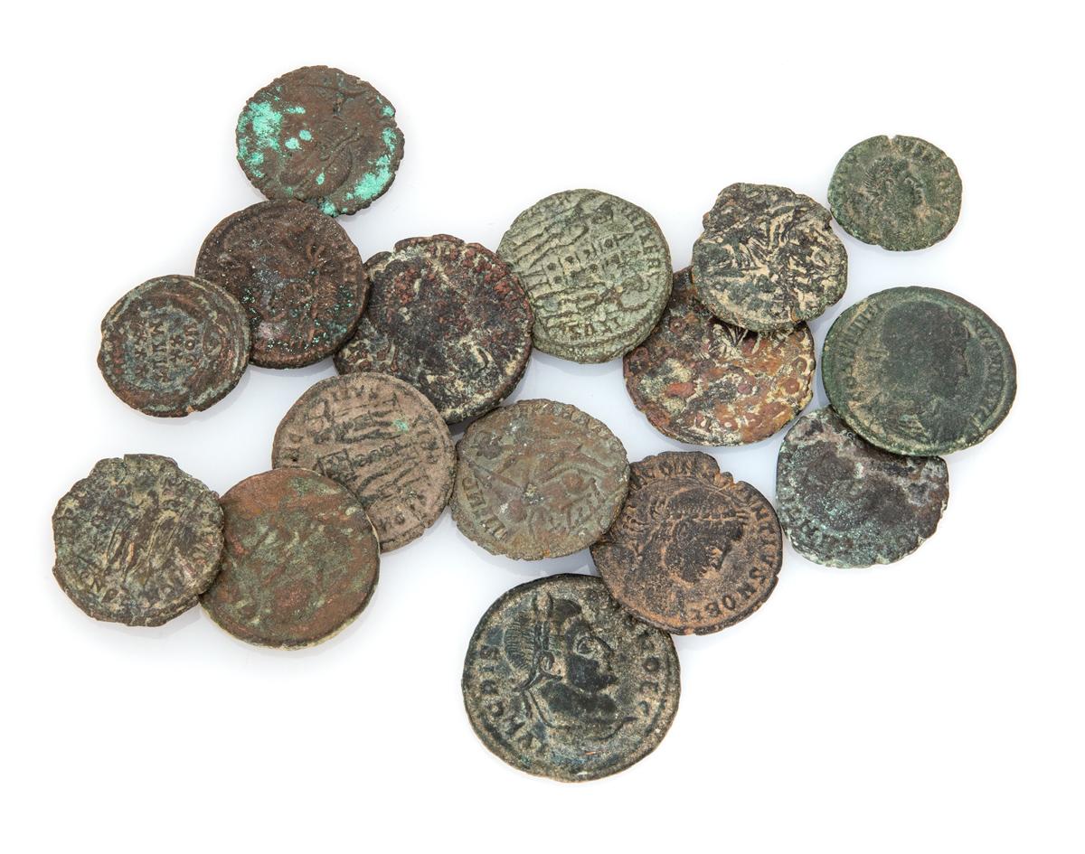 Lot 10 - SIXTEEN BRONZE COINS ROMAN EMPIRE