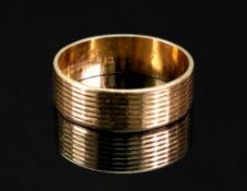 An 18ct gold textured ring, detailed 18ct, ring size S, 5g.