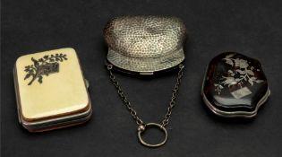 An Edwardian spot hammered silver purse, H Matthews, Birmingham 1908, of shaped outline,