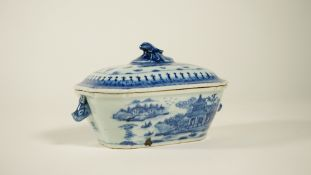 A Chinese export blue and white sauce tureen and cover, Qianlong,