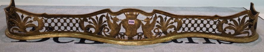 A late Victorian brass serpentine fender, 154cm wide x 20cm high.