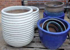 A quantity of modern garden pots of various sizes, the largest being 48cm wide x 63cm high (13).