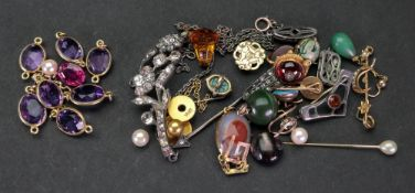 A collection of Victorian and later gold
