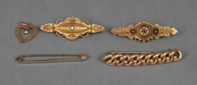A Victorian 15ct gold bar brooch, of sha