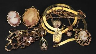 A collection of 9ct gold jewellery, comp
