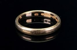 A 22ct gold band ring, ring size T, 5.8g