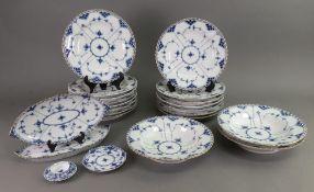 A set of thirteen Copenhagen blue onion pattern dessert plates, no. 1/1085, 22.