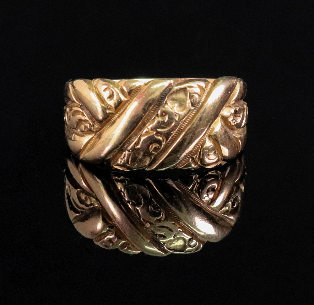 An 18ct yellow gold ring of floral plaqu