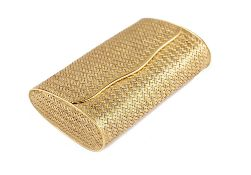An 18ct two colour gold hinge lidded evening purse, of woven form, detailed 750, length 9cm,