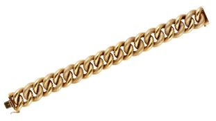 A gold bracelet, in an alternating decorated and plain hollow large curb link design,