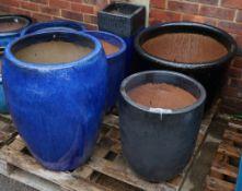 A group of five modern garden pots, the largest 60cm diameter x 50cm high (5).