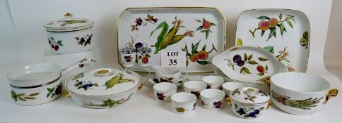 18 pieces of Royal Worcester Evesham coo