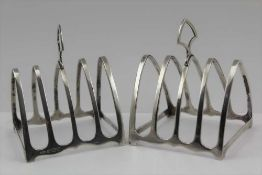 WILLIAM HAIR HASELER A PAIR OF SILVER TOAST RACKS, of gothic arch form, Birmingham 1935, combined