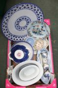 A BOX CONTAINING A SELECTION OF BLUE & WHITE PAINTED POTTERY, porcelain door furniture and a late
