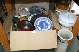A BOX CONTAINING A SELECTION OF MIXED DOMESTIC ITEMS to include Robert Welch slate coasters and