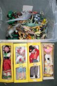 A BOX CONTAINING A SELECTION OF CHILDREN'S TOYS AND BOXED PELHAM PUPPETS
