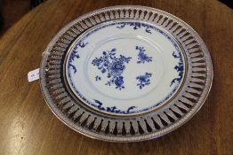 AN 18TH CENTURY CHINESE HAND PAINTED FLORAL BLUE AND WHITE PLATE housed within an associated